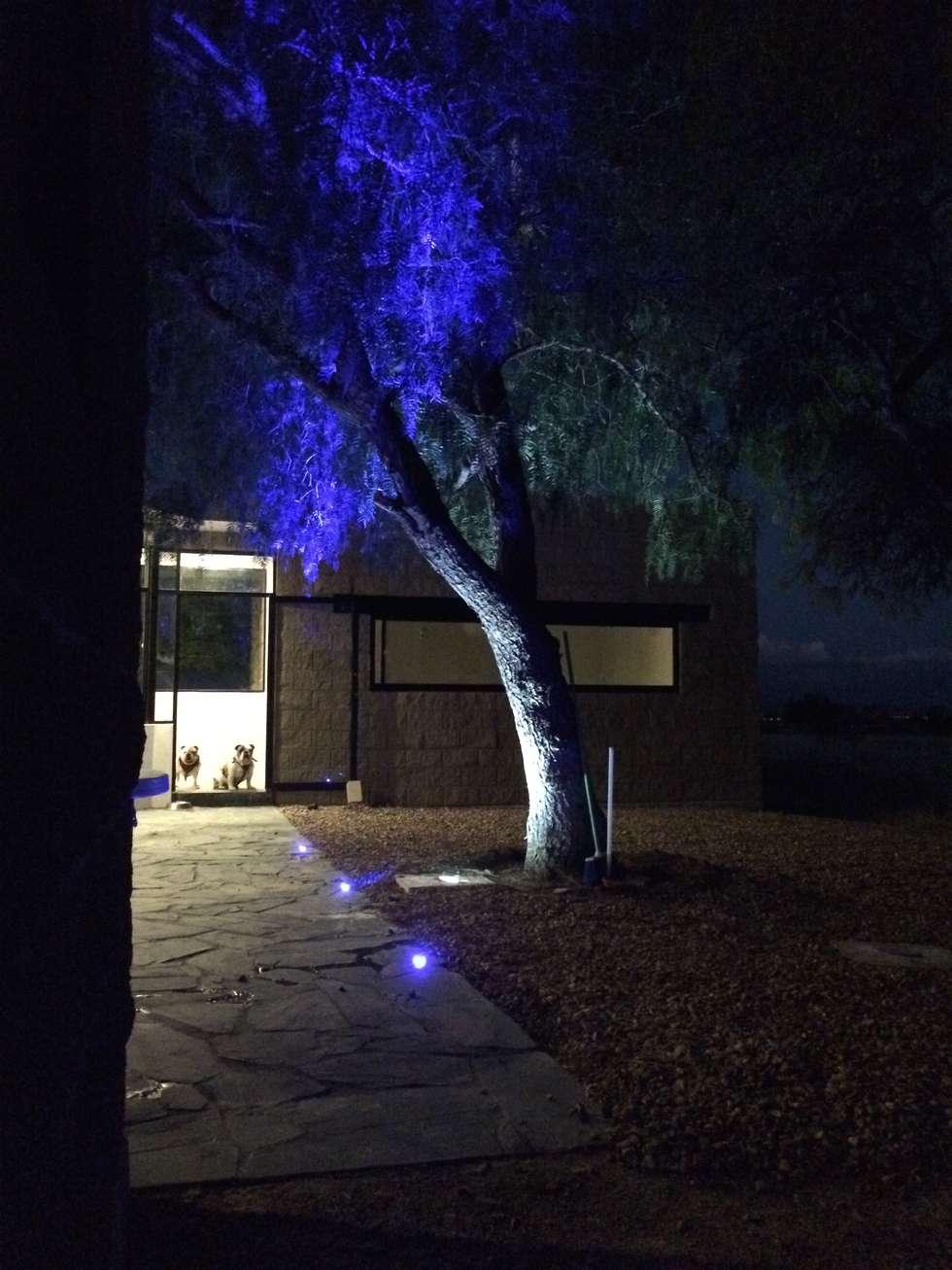 Iluminación exterior en terraza.: Terrazas de estilo  por Paramétrica Arquitectos