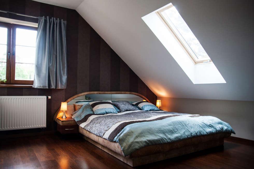Sypialnia na poddaszu: styl , w kategorii Sypialnia zaprojektowany przez in2home