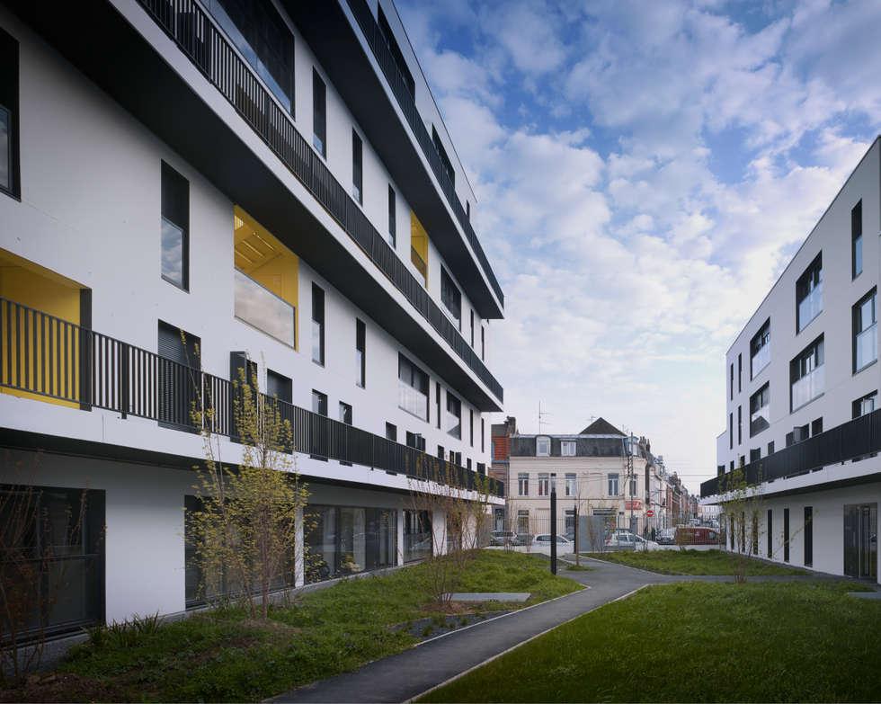 5_DEUX IMMEUBLES AUTOUR D'UN JARDIN :  de style  par sophie delhay architectes