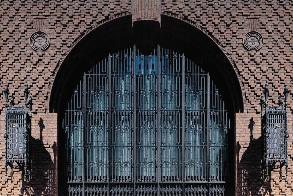 Kosei Securities Building: Case in stile in stile Classico di Villi Zanini - Wrought Iron Art