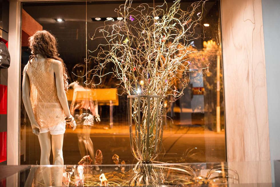 RESERVA NATURAL STORE: Lojas e imóveis comerciais  por Veridiana Negri Arquitetura