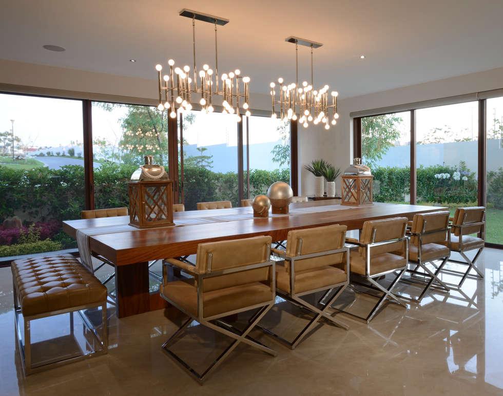 Comedor de terraza Casa GL: Comedores de estilo moderno por VICTORIA PLASENCIA INTERIORISMO