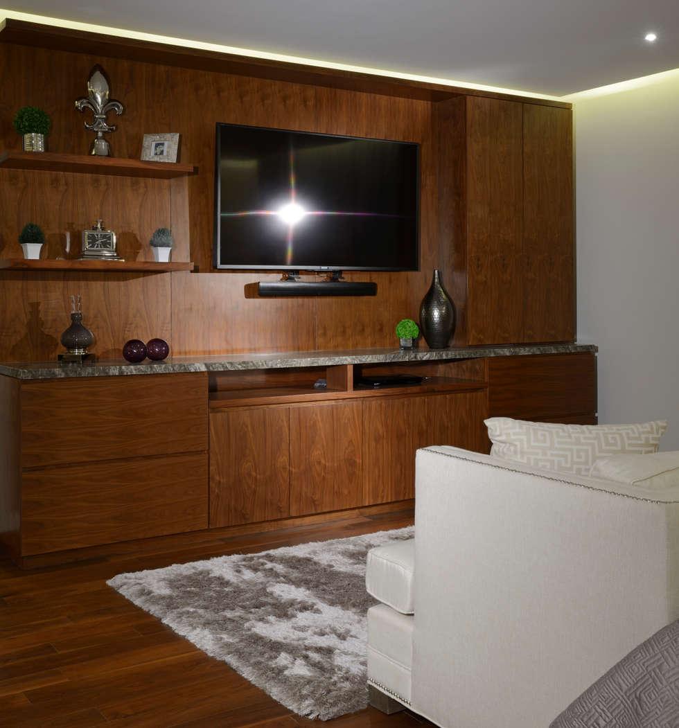 Mueble de TV Area de Recamara  Casa GL: Recámaras de estilo moderno por VICTORIA PLASENCIA INTERIORISMO