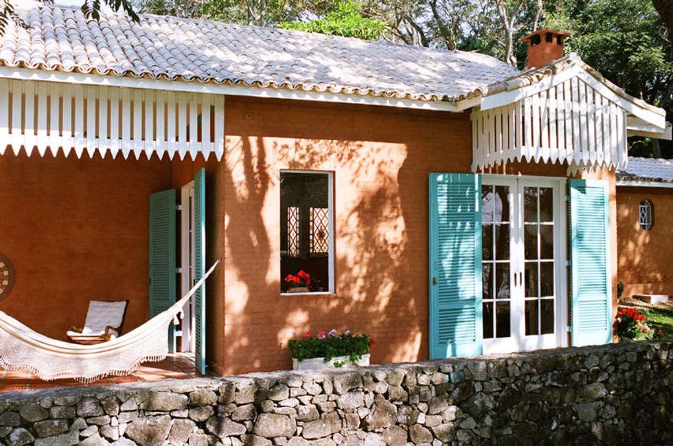 Fachada: Casas campestres por Célia Orlandi por Ato em Arte