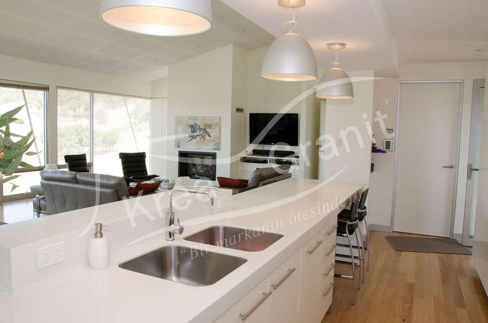Dupont Corian Glacier White Mutfak Tezgahı: modern Kitchen by KREA Granit- Mutfak Banyo Tezgahları