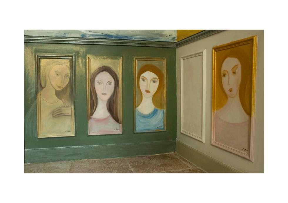 Peintures de Femmes: Salon de style de style eclectique par Mme Christine Henri