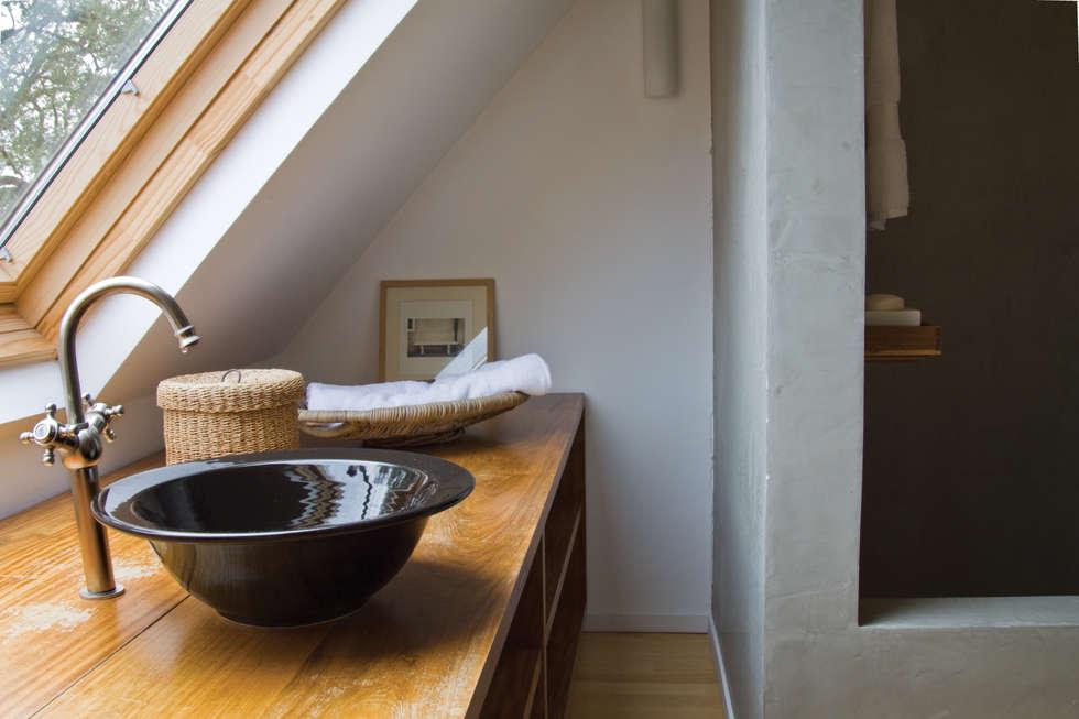 Baños de estilo moderno de Paula Herrero | Arquitectura