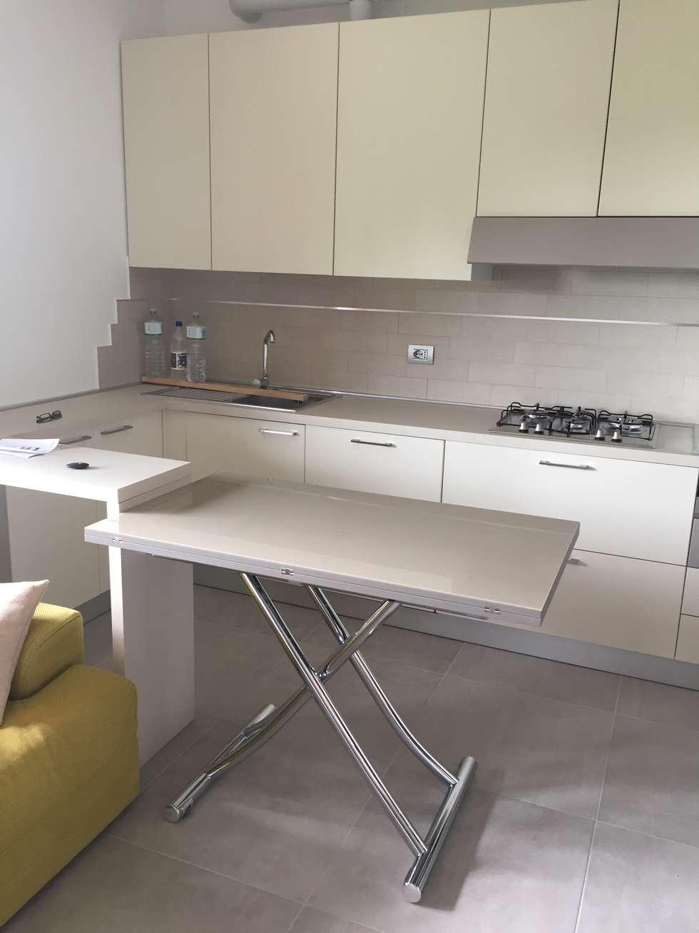 Cucina in openspace: Cucina in stile in stile Moderno di Arreda Progetta di Alice Bambini