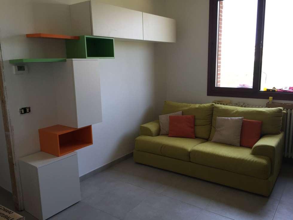 soggiorno in openspace: Soggiorno in stile in stile Moderno di Arreda Progetta di Alice Bambini