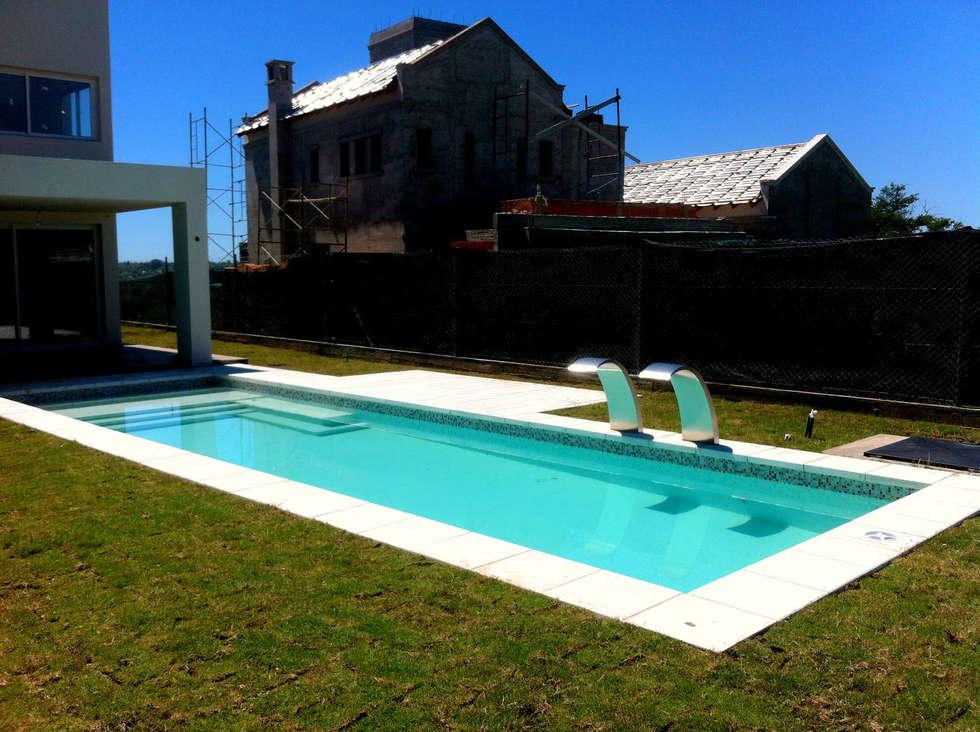 Piscinas modernas por piscinas scualo homify - Piscinas modernas ...