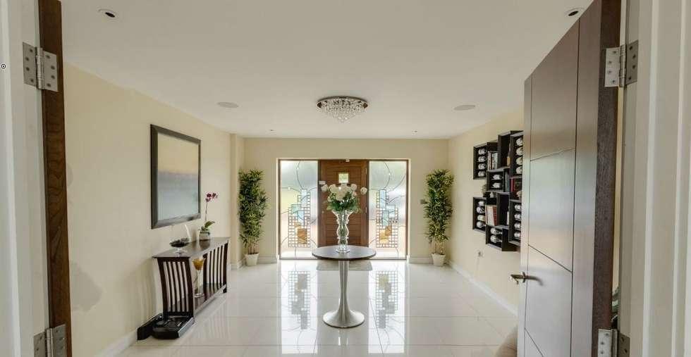 Portabottiglie dal design contemporaneo Esigo 5: Ingresso & Corridoio in stile  di Esigo SRL