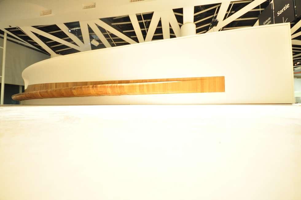 MUSEE DU QUAI BRANLY BENCH: Musei in stile  di DEVOTO