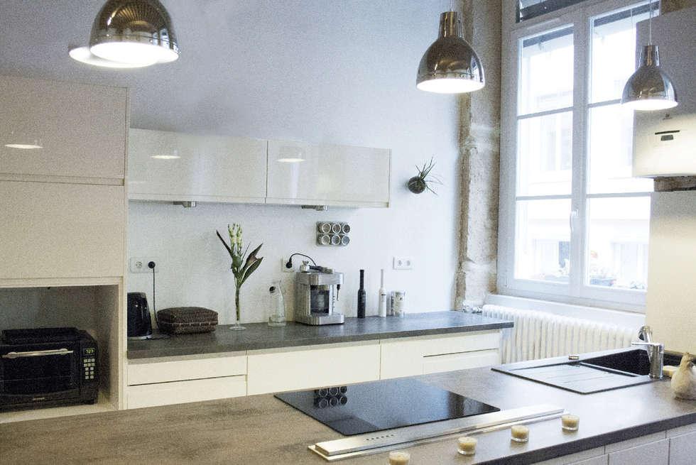 Une cuisine épurée: Cuisine de style de style Moderne par Skéa Designer