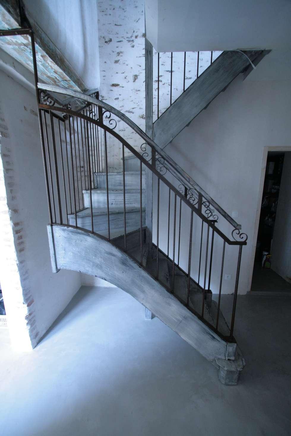 Escalier bois et fer: Couloir et hall d'entrée de style  par Tabary Le Lay