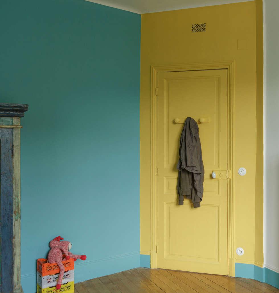 Chambre bicolore: Chambre d'enfant de style de style eclectique par claire Tassinari