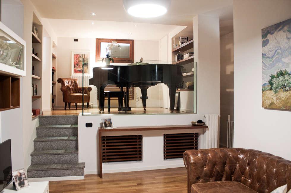 Amazing relooking di un con soppalco soggiorno in stile in for Costo per aggiungere garage e stanza bonus