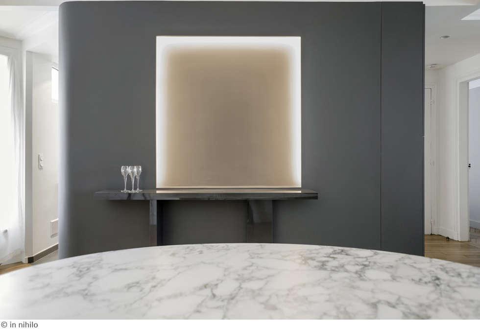 Lumière artificielle, hommage à James Turrell: Murs de style  par claire Tassinari