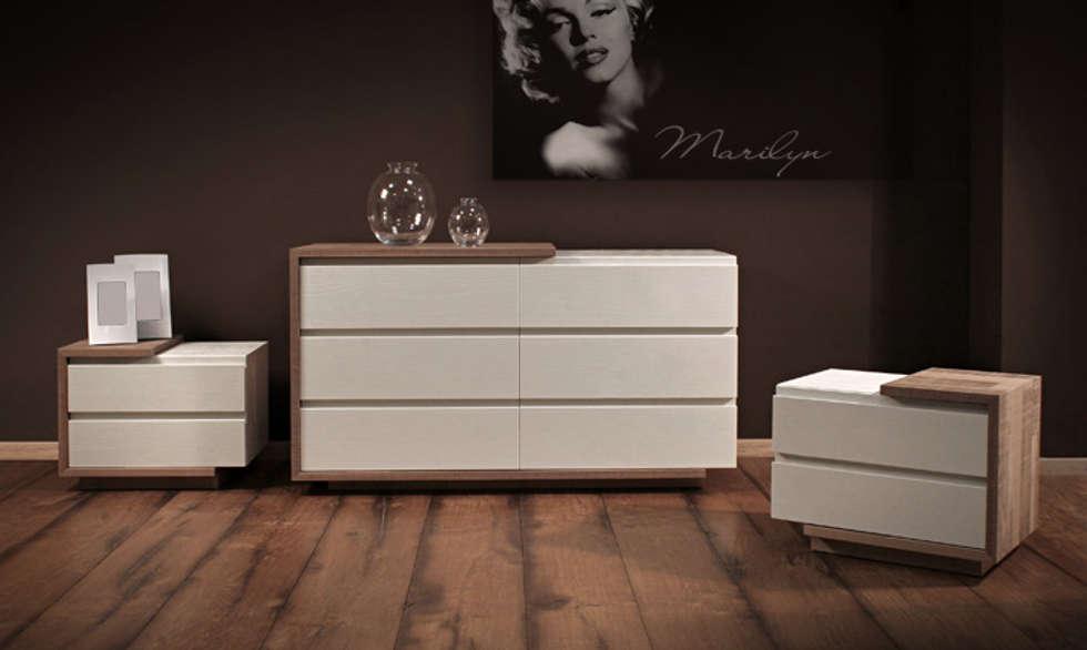comò e comodini: Camera da letto in stile in stile Moderno di CORDEL s.r.l.