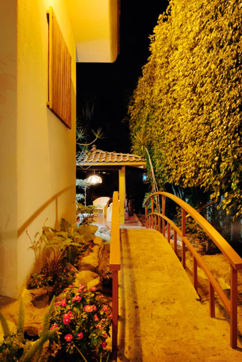 el puente : Jardines de estilo asiático por Excelencia en Diseño