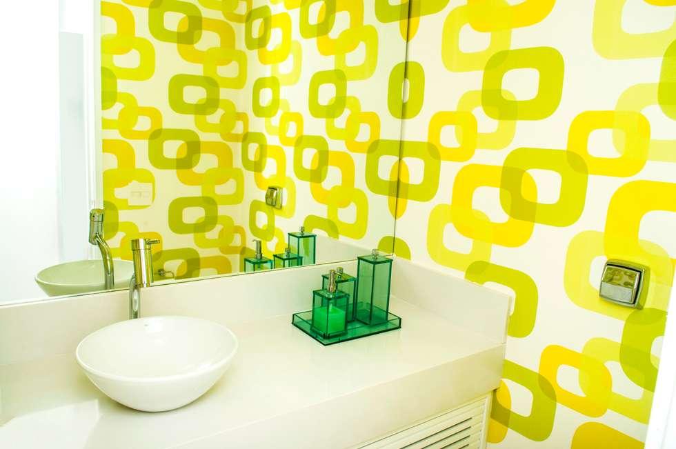 Casas de banho modernas por AVNER POSNER INTERIORES