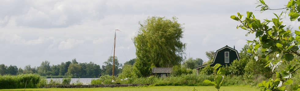 Zomerhuis aan Reeuwijkse Plas.: landelijke Huizen door Architectenbureau Rutten van der Weijden