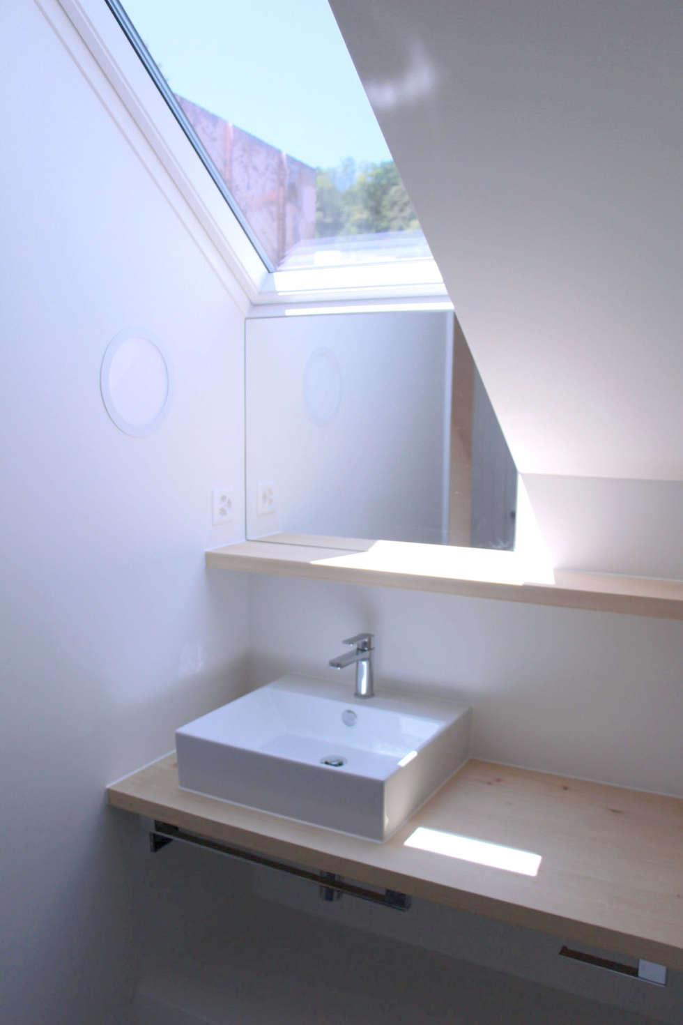Umbau Dachgeschoss Mit Gauben: Moderne Badezimmer Von Martin Bischofberger  Architekt