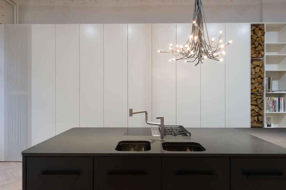 moderne küche bilder: küche mittelblock schwarz matt lackiert | homify - Küche Mittelblock