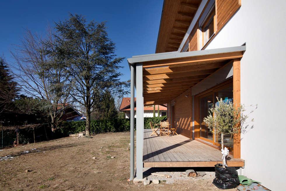 veranda: Terrazza in stile  di Novello Case in Legno