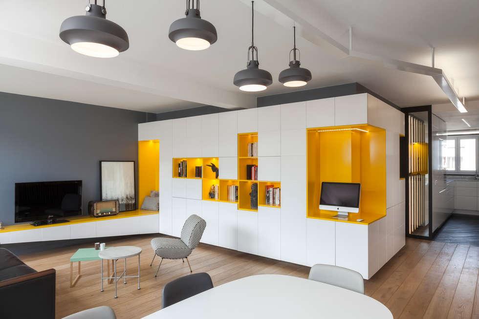 Buttes Chaumont: Salon de style de style Moderne par Agence Glenn Medioni