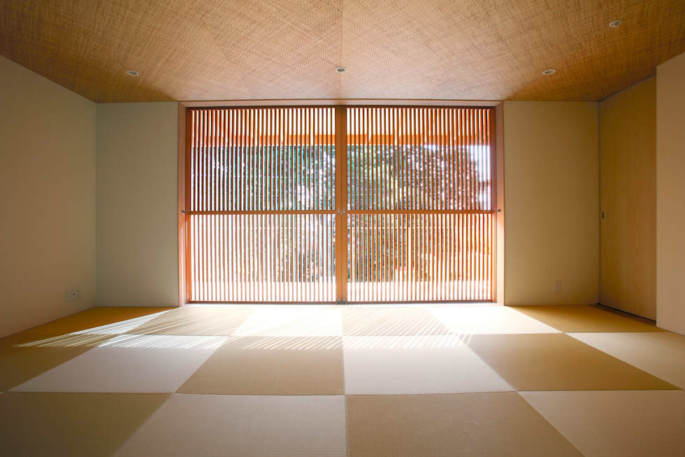 atami kk-house: 株式会社コヤマアトリエ一級建築士事務所が手掛けた寝室です。