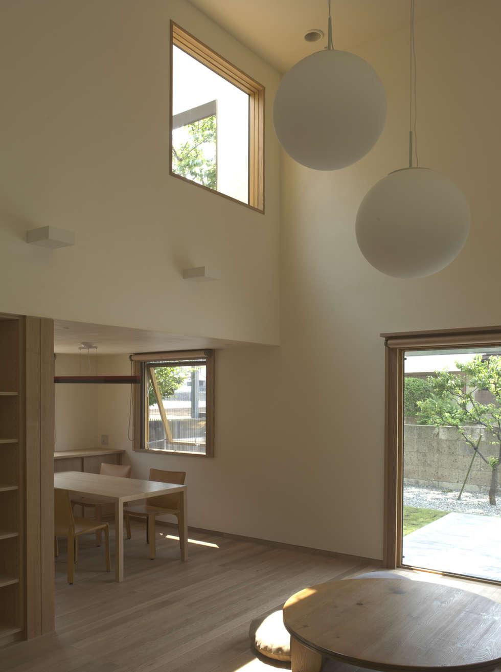higashikurume kh-house: 株式会社コヤマアトリエ一級建築士事務所が手掛けたリビングです。