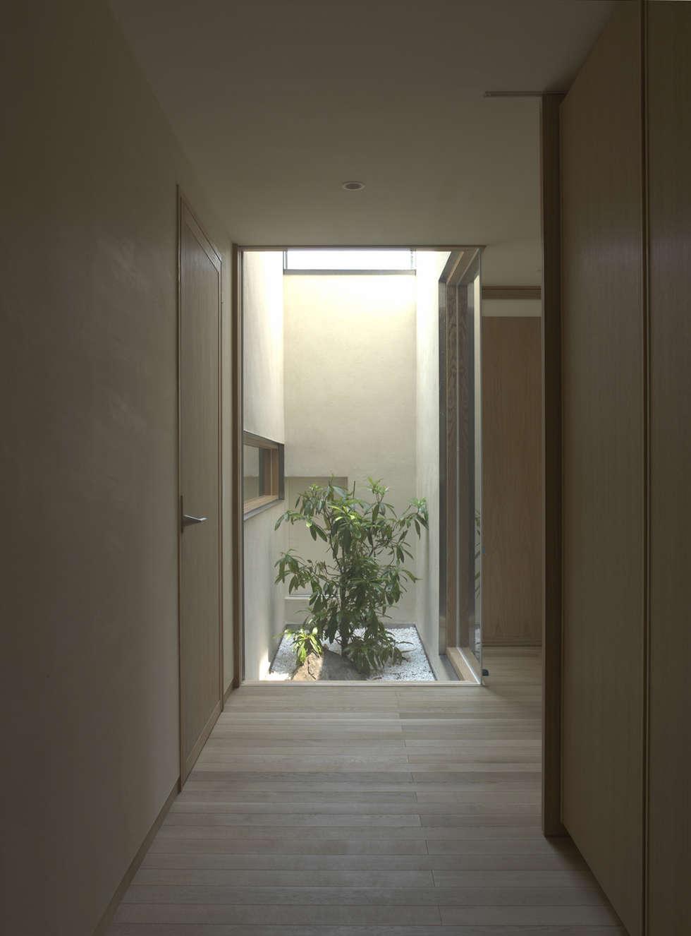 higashikurume kh-house: 株式会社コヤマアトリエ一級建築士事務所が手掛けた廊下 & 玄関です。
