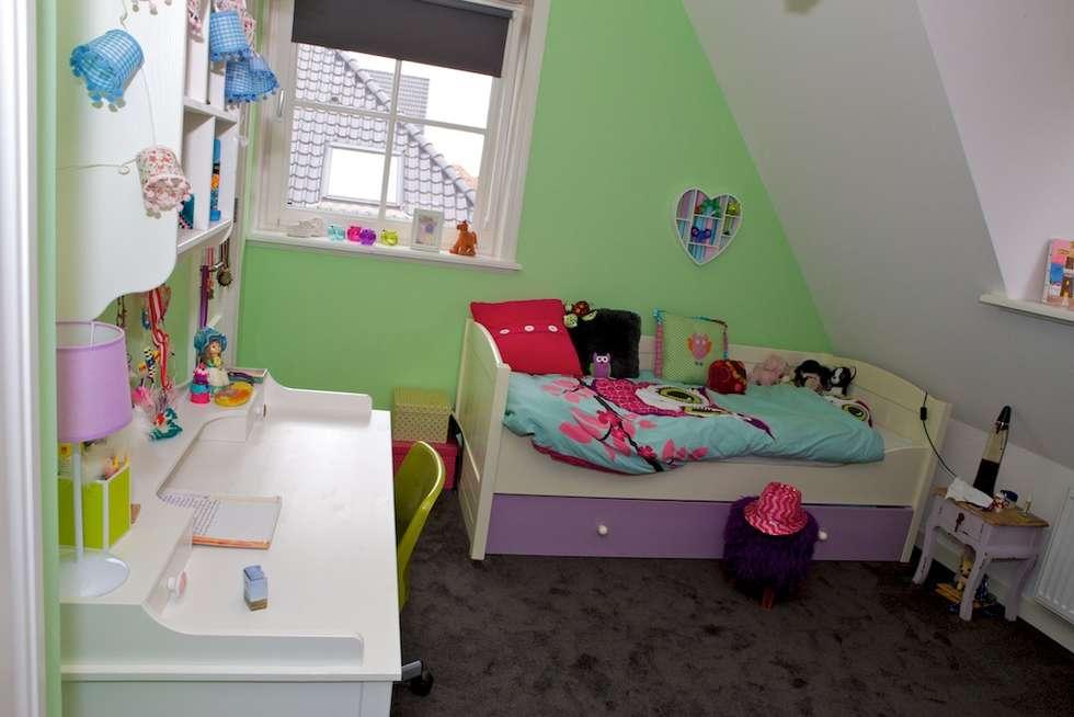Zicht op slaapplek: moderne Kinderkamer door Aangenaam Interieuradvies