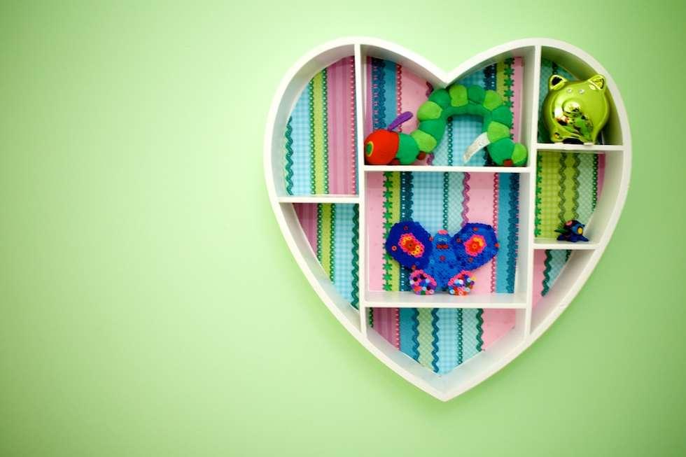 Kleurrijke decoratie meisjeskamer: moderne Kinderkamer door Aangenaam Interieuradvies