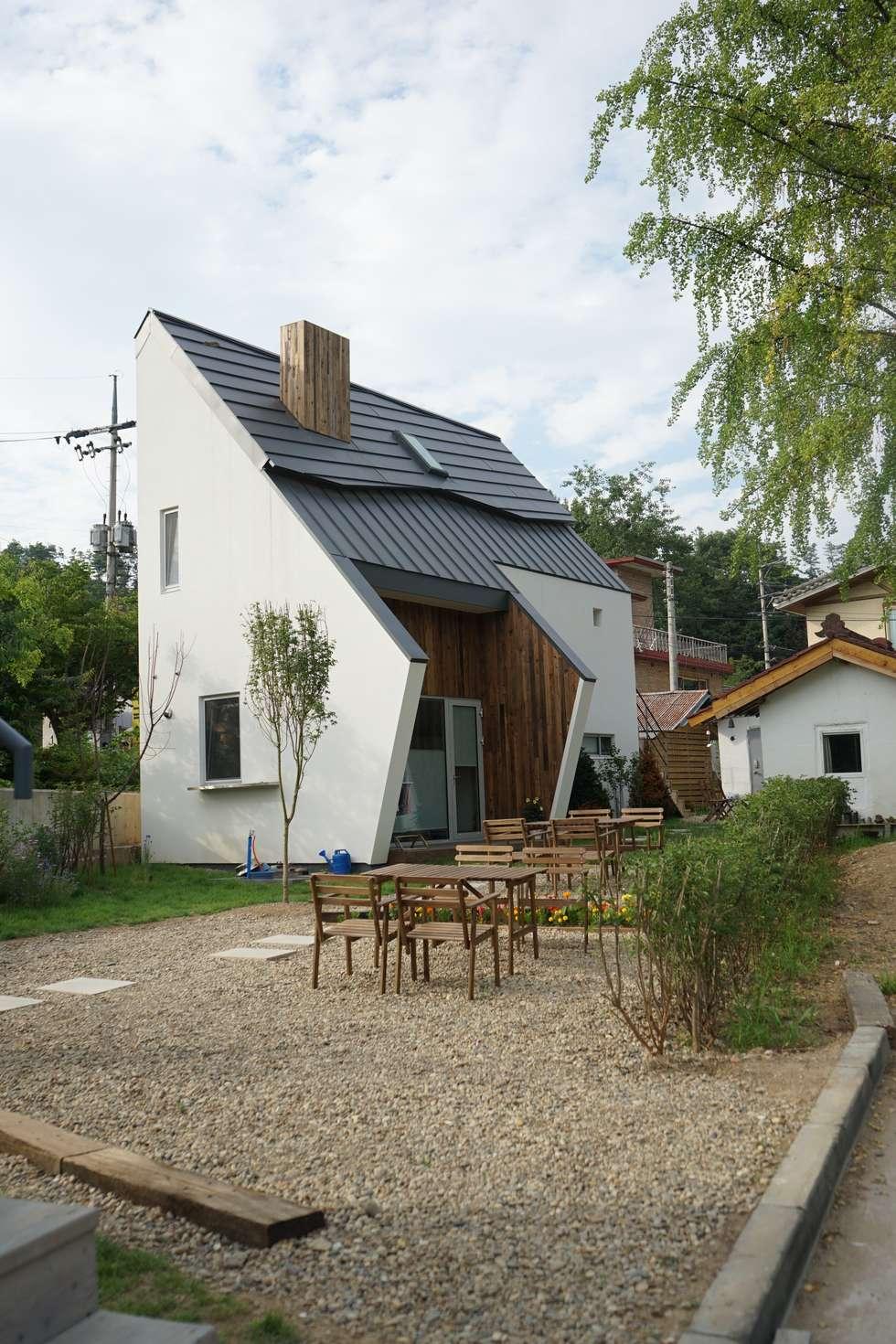 Casas de estilo moderno por 건축사사무소 스무숲