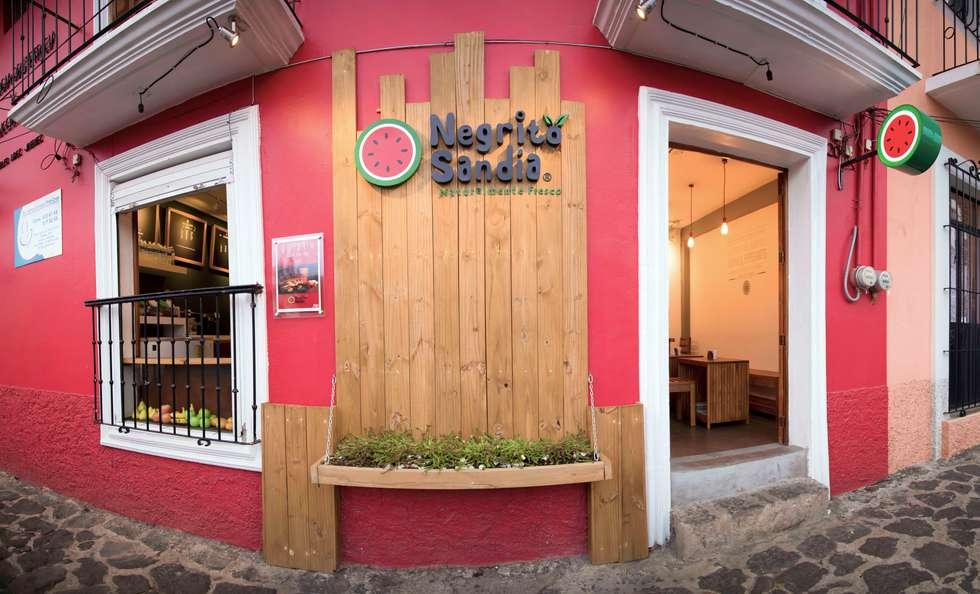 Negrito Sandía: Restaurantes de estilo  por Taller La Semilla