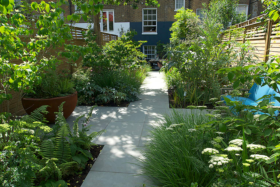 Contemporary Garden Design by London Based Garden Designer Josh Ward: modern Garden by Josh Ward Garden Design