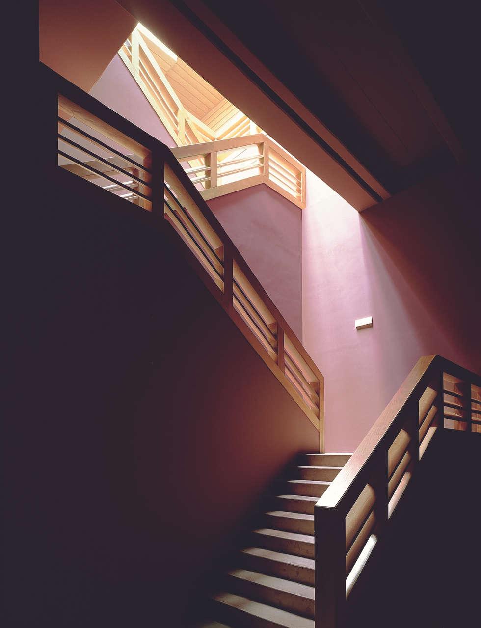 Projekty,  Korytarz, przedpokój zaprojektowane przez Ignacio Quemada Arquitectos