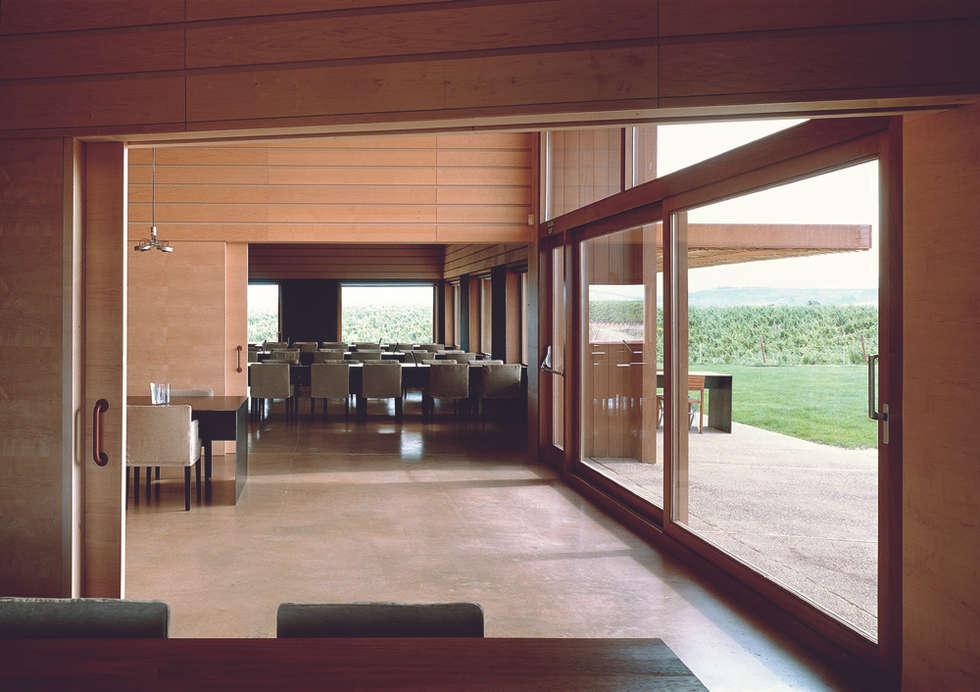 minimalistische Eetkamer door Ignacio Quemada Arquitectos