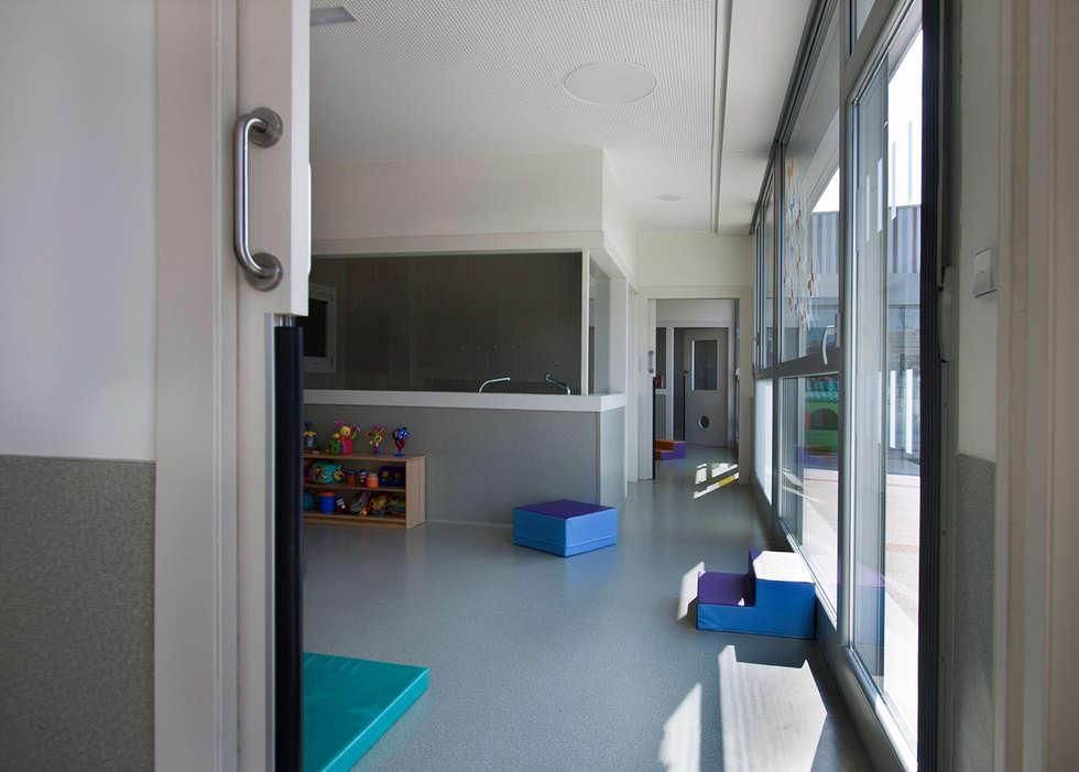 Salas de estar modernas por Ignacio Quemada Arquitectos