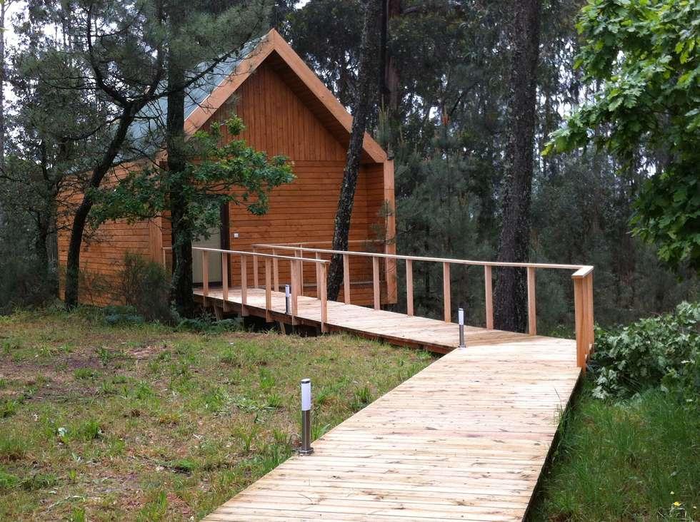 Casa em madeira maciça: Casas rústicas por NORMA | Nova Arquitectura em Madeira (New Architecture in Wood)