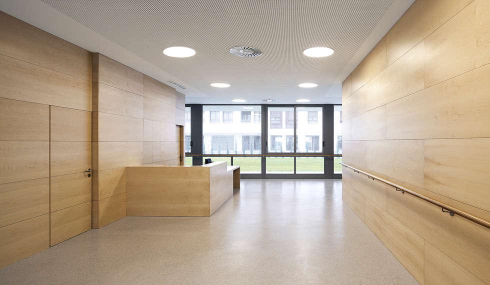 Pasillos y recibidores de estilo  por Ignacio Quemada Arquitectos
