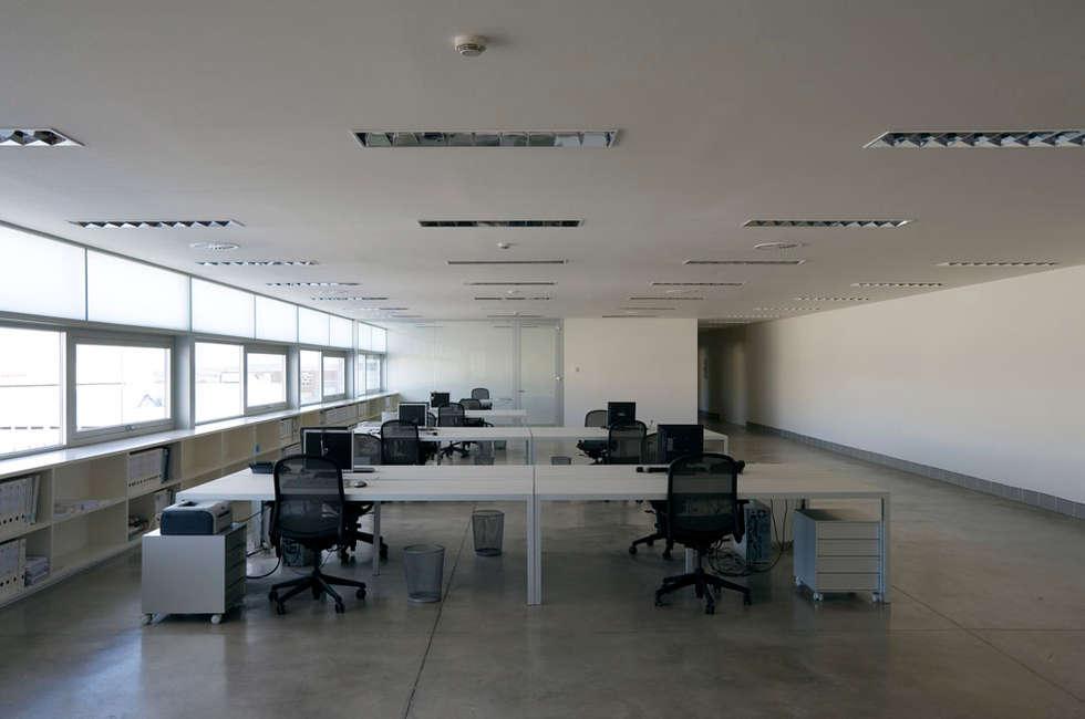 Studio in stile in stile Minimalista di Ignacio Quemada Arquitectos
