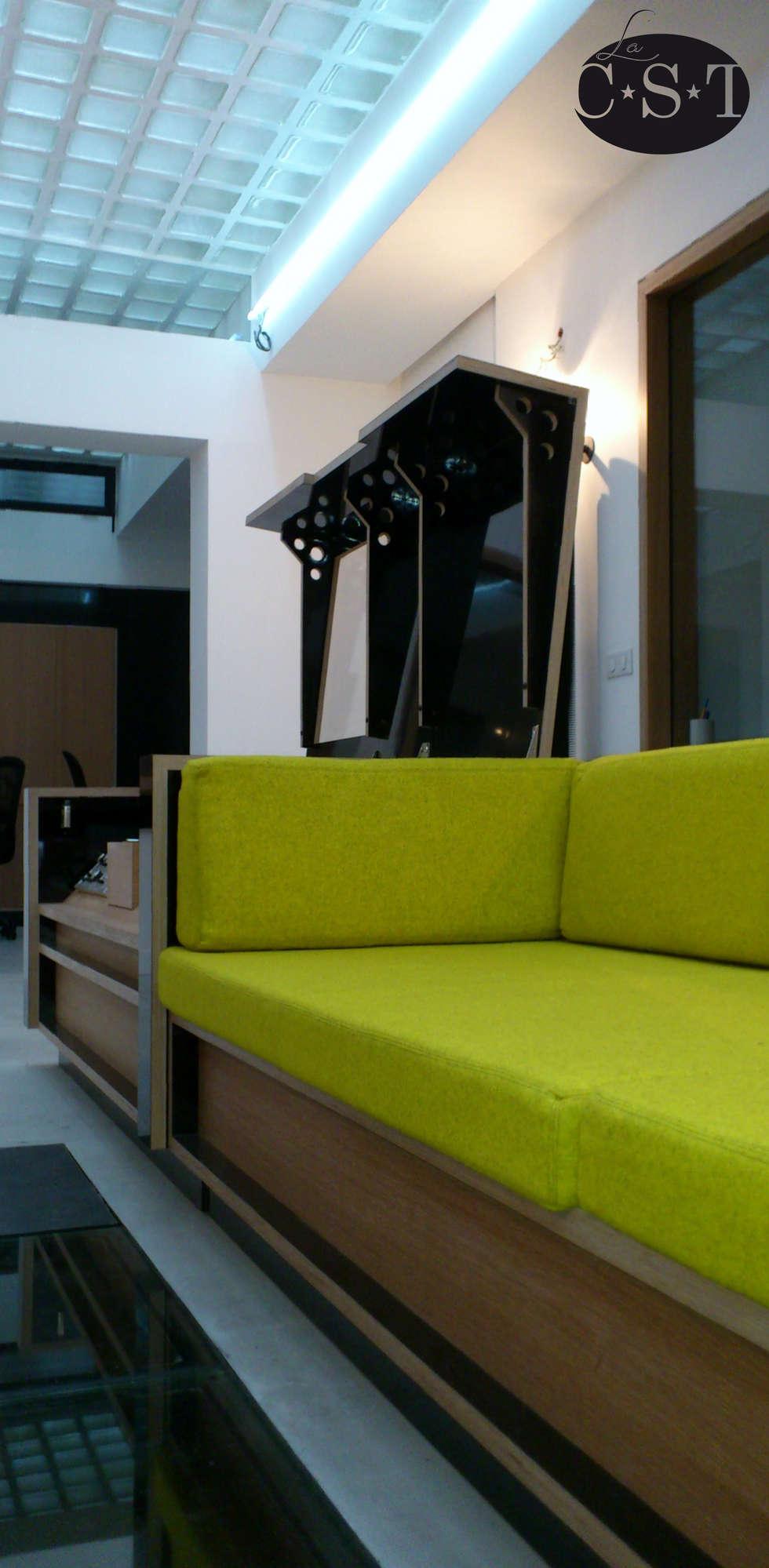 Aménagement d'un studio d'enregistrement: Bureaux de style  par La C.S.T