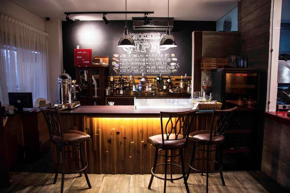 El molino del Quijote: Restaurantes de estilo  por Taller La Semilla