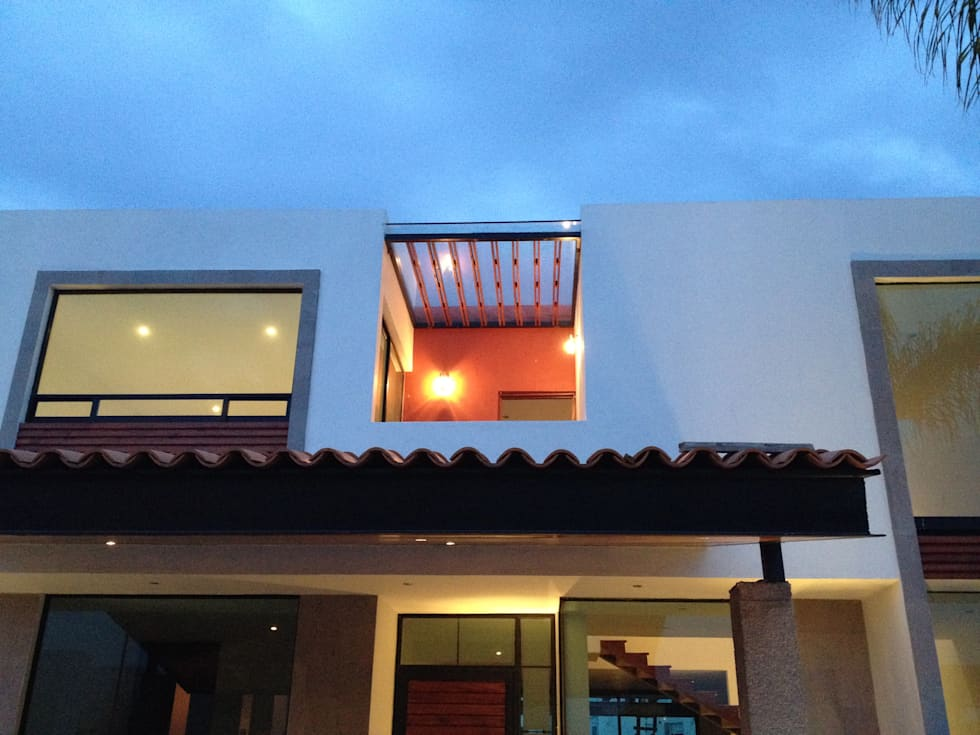 Terraza en Fachada Frontal: Terrazas de estilo  por Ambás Arquitectos