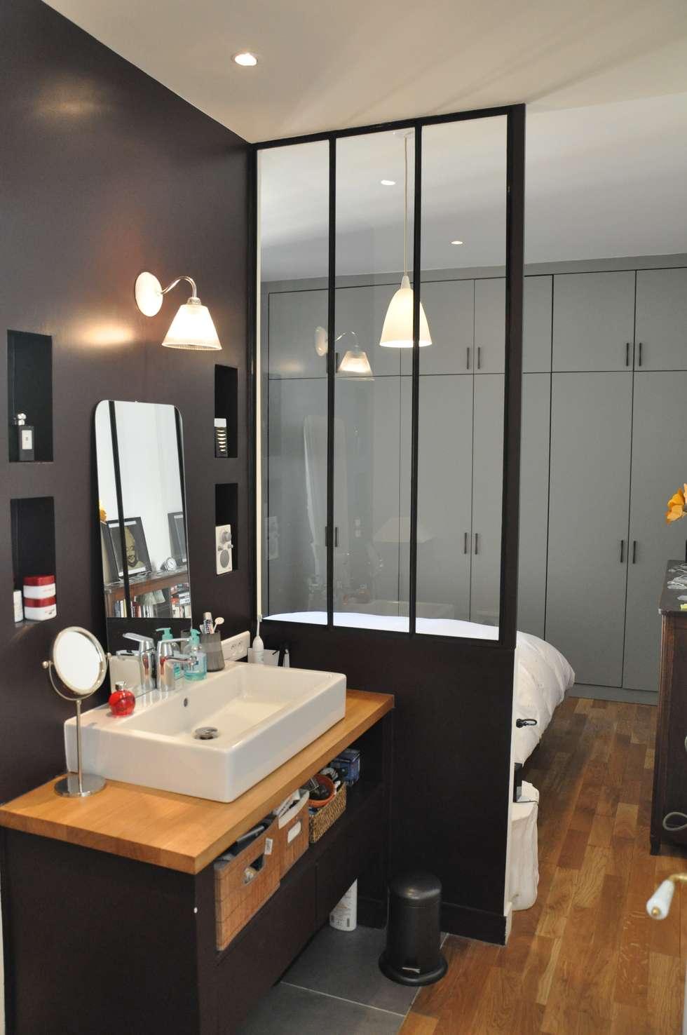 La salle bain et plus loin la chambre parentale: Salle de bains de style  par FEDON VAN OORSCHOT