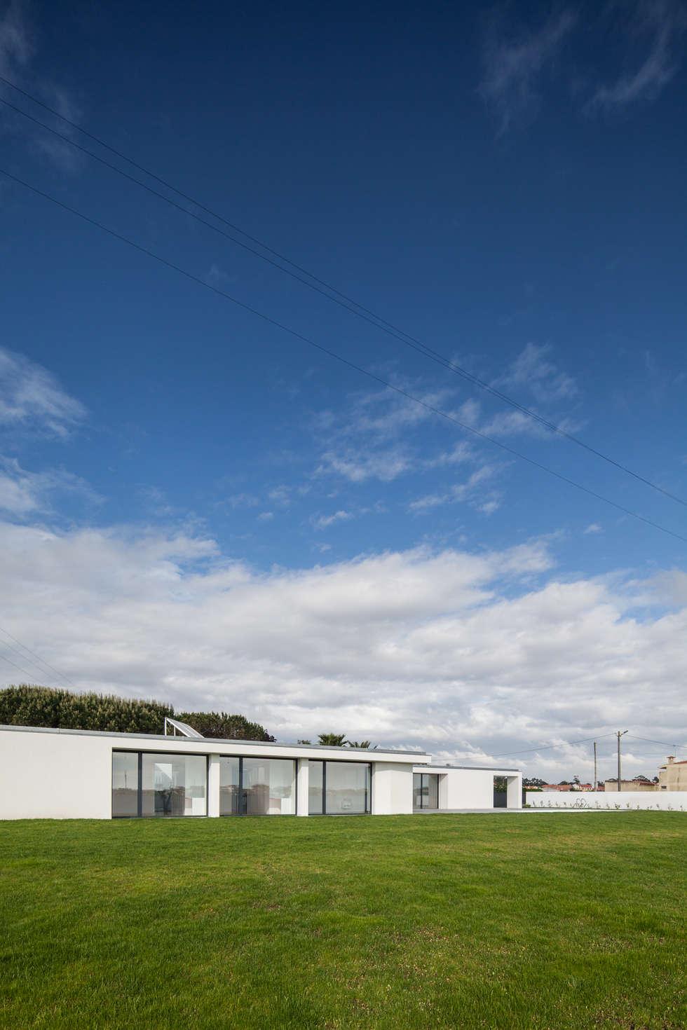 Casa em Gandra - Raulino Silva Arquitecto: Casas minimalistas por Raulino Silva Arquitecto Unip. Lda