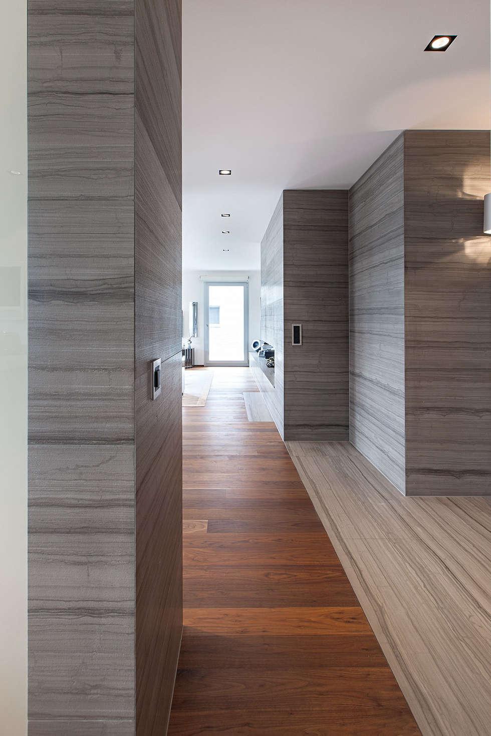 Baltina House: Soggiorno in stile in stile Moderno di studiodonizelli