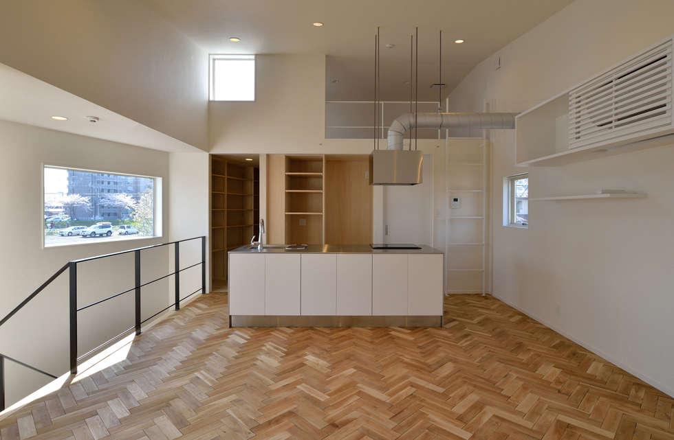 LDK: 株式会社ブレッツァ・アーキテクツが手掛けたキッチンです。